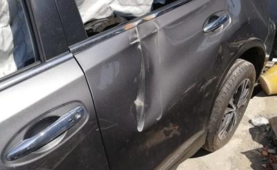 particolare di auto incidentata demolizione auto