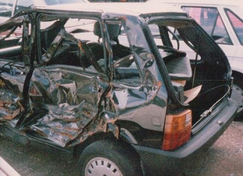 fiancata distrutta demolizione auto