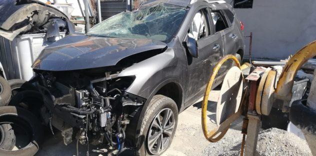 macchina in rottamazione demolizione auto