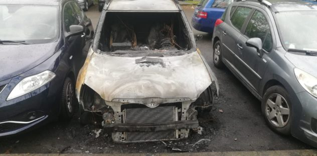 macchina bruciata demolizione auto